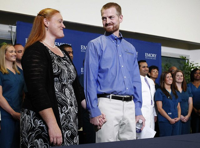 Kent Brantly, who contracted the deadly virus Ebola, looks at his wife Amber during a news conference at Emory University Hospital in Atlanta, Georgia, in this August 21, 2014 file photo. (Photo by Tami Chappell/Reuters)