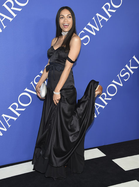 Rosario Dawson arrives at the CFDA Fashion Awards at the Brooklyn Museum on Monday, June 4, 2018, in New York. (Photo by Evan Agostini/Invision/AP Photo)
