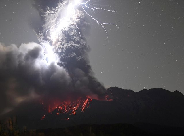 Volcanic lightning over Mount Sakurajima is pictured from Tarumizu city, Kagoshima prefecture, Japan on December 17, 2020. (Photo by Kyodo News via Reuters)