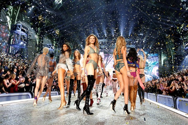 Models appear on the catwalk at the end of the 2016 Victoria's Secret Fashion Show at the Grand Palais in Paris, France, November 30, 2016. (Photo by Charles Platiau/Reuters)