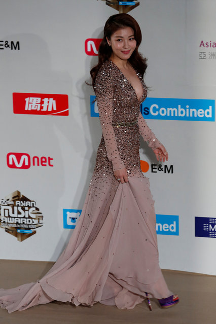 South Korean actress Ha Ji-won poses on the red carpet during Mnet Asian Music Awards (MAMA) in Hong Kong, China December 2, 2016. (Photo by Bobby Yip/Reuters)