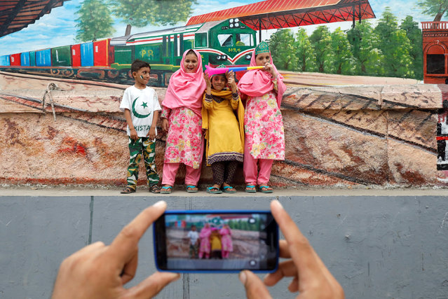Children pose for a photograph while celebrating the country's 71st Independence Day in Karachi, Pakistan on August 14, 2018. (Photo by Akhtar Soomro/Reuters)