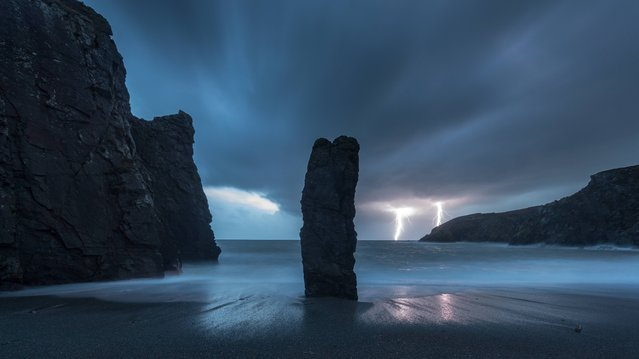 Lightning stike of the Waterford coast, on October 15, 2014. (Photo by Kieran Russell/PA Wire)