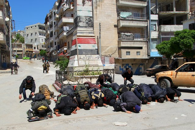 Rebel fighters pray in Jisr al-Shughour town after they took control of the area April 25, 2015. (Photo by Ammar Abdullah/Reuters)