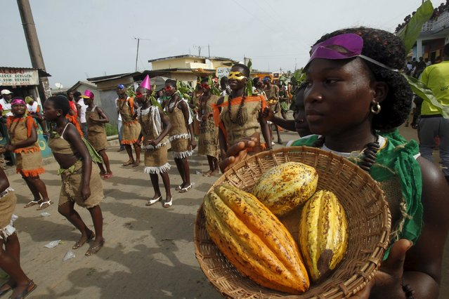 People take part in a parade during the Popo (Mask) Carnival of Bonoua, in the east of Abidjan, April 18, 2015. (Photo by Luc Gnago/Reuters)