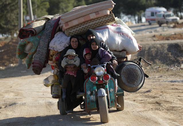 People who fled the violence from Islamic State-controlled northern Syrian town of al-Bab arrive in the rebel-held outskirts of the town, Syria February 3, 2017. (Photo by Khalil Ashawi/Reuters)