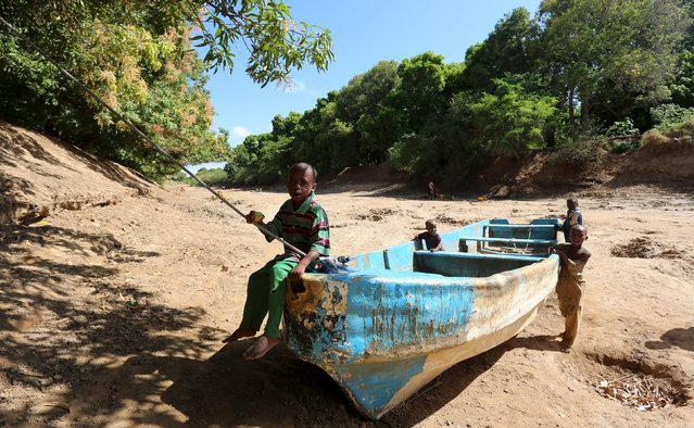 Children play on an abandoned boat along the Shabelle River bed, which is dry due to drought in Somalia's Shabelle region, March 19, 2016. (Photo by Feisal Omar/Reuters)