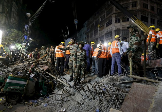 Firefighters and rescue workers search for victims at the site of an under-construction flyover after it collapsed in Kolkata, India, March 31, 2016. (Photo by Rupak De Chowdhuri/Reuters)