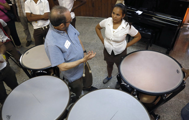 """Minnesota Orchestra timpani player Peter Kogan speaks with Cuban student of the National Art School, Natalie Chongo, 18, during a master class in Havana, Cuba, Thursday, May 14, 2015. Chongo said it was a """"privilege"""" to be coached on drumming four massive kettledrums by American Peter Kogan. (Photo by Desmond Boylan/AP Photo)"""