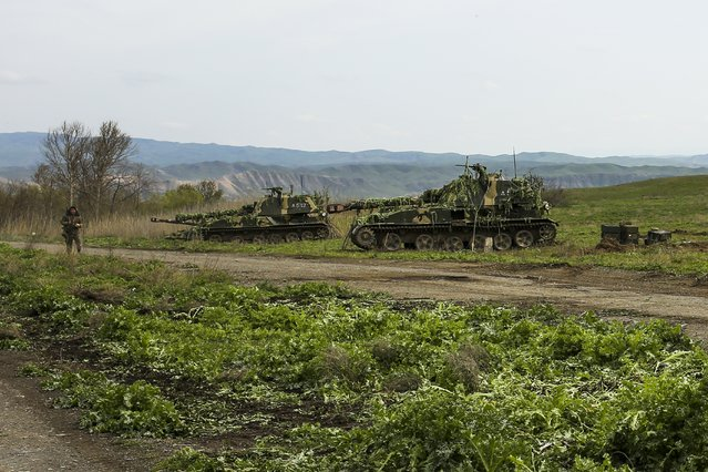 Nagorno-Karabakh army self-propelled artillery vehicles stand on positions in Nagorno-Karabakh, Azerbaijan, Tuesday, April 5, 2016. Azerbaijan forces and separatist forces in Nagorno-Karabakh agreed on a cease-fire Tuesday following three days of the heaviest fighting in the region since 1994, the Azeri defense ministry announced.. (Photo by Vahan Stepanyan/PAN Photo via AP Photo)