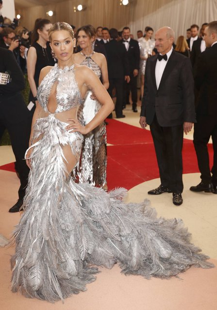 """Singer Rita Ora arrives at the Metropolitan Museum of Art Costume Institute Gala (Met Gala) to celebrate the opening of """"Manus x Machina: Fashion in an Age of Technology"""" in the Manhattan borough of New York, May 2, 2016. (Photo by Lucas Jackson/Reuters)"""