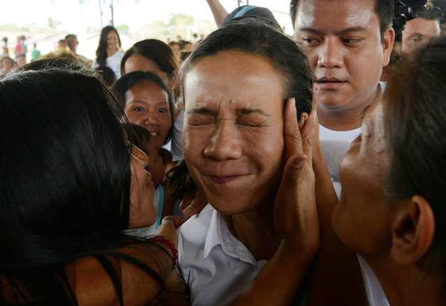 Presidential candidate Grace Poe reacts as she is kissed by a supporter during election campaigning in Pandi, Bulacan, Philippines May 6, 2016. (Photo by Ezra Acayan/Reuters)