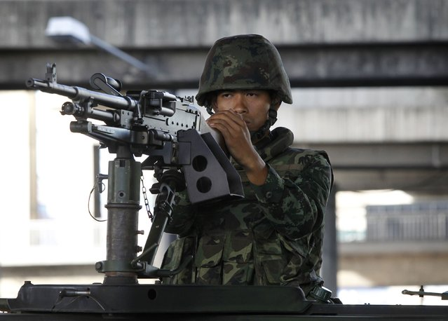 A Thai soldier mans a machine gun in central Bangkok, on May 20, 2014. (Photo by Chaiwat Subprasom/Reuters)