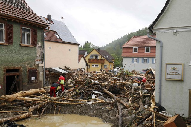 People look at damage after floods in the town of Braunsbach, Germany, May 30, 2016. (Photo by Kai Pfaffenbach/Reuters)