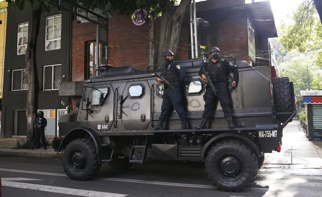 A police vehicle arrives to the place where an abandoned vehicle that is believed to have been used by gunmen in an attack against the chief of police was found, in Mexico City, Friday, June 26, 2020. Heavily armed gunmen attacked and wounded Omar Garcia Harfuch in a brazen operation that left an unspecified number of dead, Mayor Claudia Sheinbaum said Friday. (Photo by Marco Ugarte/AP Photo)