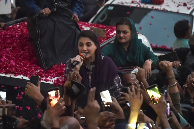Maryam Nawaz (C), daughter of former Pakistani Prime Minister Nawaz Sharif, and the leader of Pakistan Democratic Movement (PDM), addresses supporters during a rally in Lahore on December 7, 2020. (Photo by Arif Ali/AFP Photo)