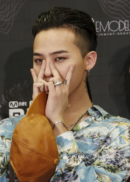 South Korean artist Kwon Ji-yong, stage name G-Dragon, a member of K-Pop band BIGBANG, poses on the backstage after winning Artist of the Year award in 2015 Mnet Asian Music Awards (MAMA) in Hong Kong, China December 3, 2015. (Photo by Bobby Yip/Reuters)