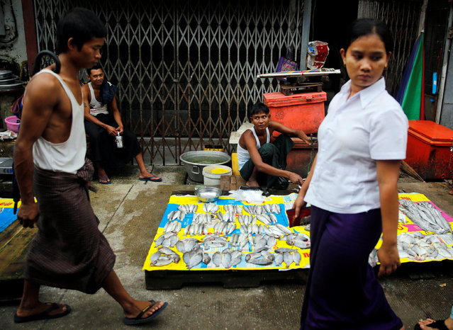 Street vendors past their time while selling fish on a street in central Yangon, Myanmar August 22, 2016. (Photo by Soe Zeya Tun/Reuters)