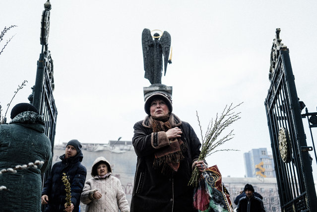 An Orthodox Christian woman crosses herself after the Palm Sunday mass in the eastern Ukrainian city of Donetsk on April 5, 2015. (Photo by Dimitar Dilkoff/AFP Photo)