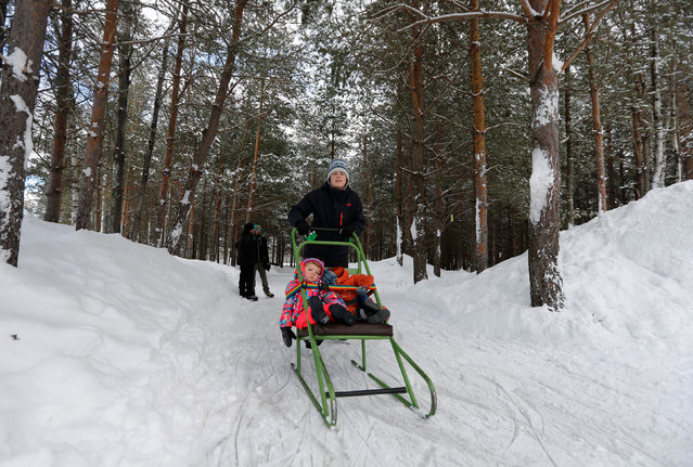 A mother skates with her children at Domaine de la Foret Perdu or the Lost Forest, a 15km weaving and zambonied forest trail made for skating in Notre-Dame-du-Mont-Carmel, near Three Rivers, Quebec January 29, 2017. (Photo by Christinne Muschi/Reuters)