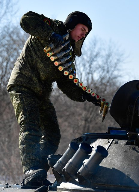 A BMP-2 infantry fighting vehicle crew member during military exercises conducted by the Russian Pacific Fleet' s naval infantry unit at the Bamburovo firing range on February 2, 2017. (Photo by Yuri Smityuk/TASS)