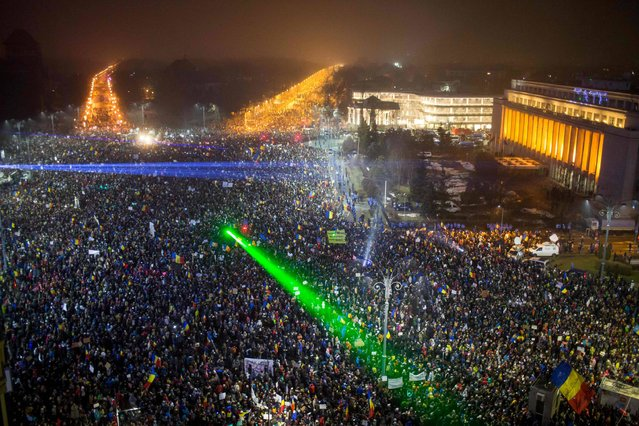 """This picture shows a large view of people protesting against the Romanian government's contentious corruption decree in front of the government headquarters at the Victoriei square in Bucharest on February 5, 2017. Romania's government formally repealed contentious corruption legislation that has sparked the biggest protests since the fall of dictator Nicolae Ceausescu in 1989, ministerial sources said. The emergency decree, announced on Tuesday (January 31, 2017), would have decriminalised certain corruption offences, raising concerns in Romania and outside that the government was easing up on fighting graft. Centre-right President Klaus Iohannis, elected in 2014 on an anti-graft platform, previously had called the decree """"scandalous"""" and moved to invoke the constitutional court. (Photo by Andrei Pungovschi/AFP Photo)"""