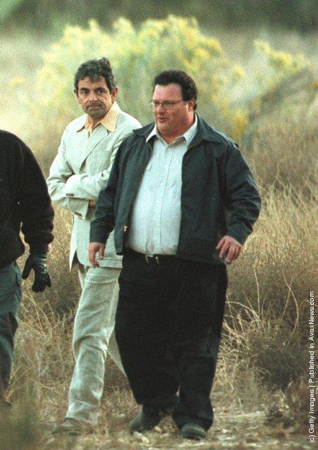 Rowan Atkinson And Wayne Knight Films A Scene For Rat Race