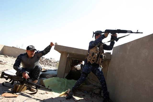 Iraqi Federal Police fight in the frontline at Bab al Jadid district as the battle against Islamic State's fighters continues in the old city of Mosul, Iraq, March 26, 2017. (Photo by Youssef Boudlal/Reuters)