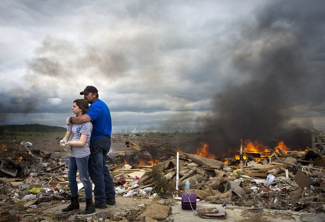 Michael Stanek hugs his daughter Kennedy Stanek as they take a break from helping friends sift though the rubble of their homes in Vilonia, Arkansas April 30, 2014. Severe floods in Florida's Panhandle and coastal Alabama deluged roads and engulfed homes and cars on Wednesday, the latest mayhem created by a tornado-packing storm system that has killed at least 34 people in the United States this week. (Photo by Carlo Allegri/Reuters)