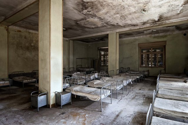 A decaying orphanage in Italy, all the beds still are made. (Photo by Vincent Jansen)