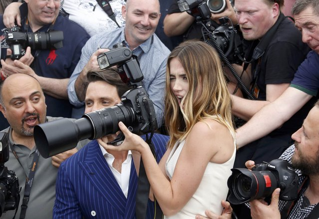 """Cast members Edgar Ramirez and Ana De Armas pose with photographers during a photocall for the film """"Hands of stone"""" out of competition at the 69th Cannes Film Festival in Cannes, France, May 16, 2016. (Photo by Regis Duvignau/Reuters)"""