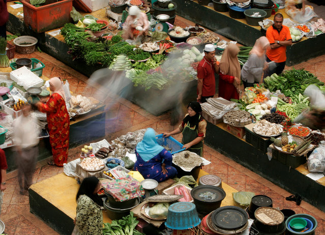 A general view of a market is shown in Malaysia's predominantly Muslim state of Kelantan January 16, 2008. (Photo by Zainal Abd Halim/Reuters)