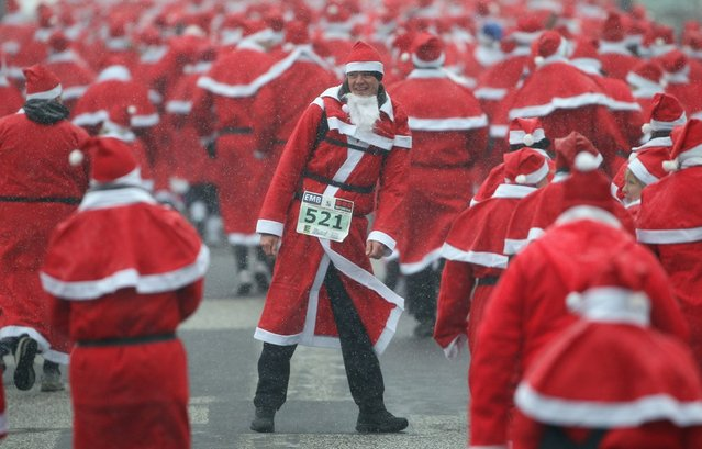 Participants dressed as Santa Claus run in the 4th annual Michendorf Santa Run (Michendorfer Nikolauslauf) on December 9, 2012 in Michendorf, Germany. Over 800 people took part in this year's races that included children's and adults' races.  (Photo by Sean Gallup)
