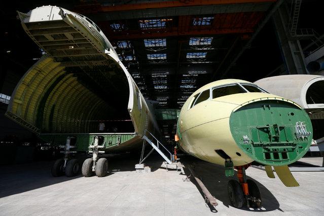 An airframe for the second Antonov-225 Mriya plane (L) is seen at Antonov aircraft plant in Kiev, Ukraine, September 7, 2016. (Photo by Valentyn Ogirenko/Reuters)