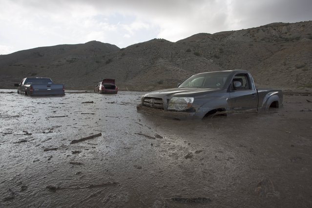 Cars and trucks remain mired in mud and debris on State Route 58 near Tehachapi, California, about 60 miles (97 km) outside of Los Angeles October 17, 2015. (Photo by David McNew/Reuters)