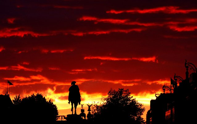 The sun sets behind the Equestrian statue of Frederick the Great at the boulevard Unter den Linden, the Quadriga on the Brandenburg Gate and the Victory Column in Berlin, Germany, October 4, 2020. (Photo by Joachim Herrmann/Reuters)