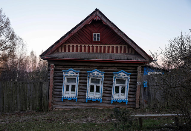 A view of the facade of a house in the village of Kulakovo, Yaroslavl region, Russia, October 24, 2016. (Photo by Maxim Shemetov/Reuters)