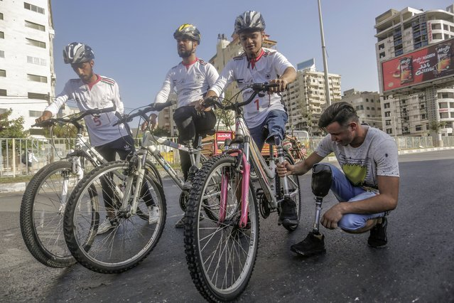 """Disabled Palestinians participate in a bicycle race at Gaza sea port on August 29, 2021. Almost 50,000 Palestinians are classified as """"disabled"""" among the 2-million population of the blockaded Gaza Strip. The number is increasing with more people injured and disabled as a result of Israel's frequent military. (Photo by Mahmoud Issa/SOPA Images/Rex Features/Shutterstock)"""