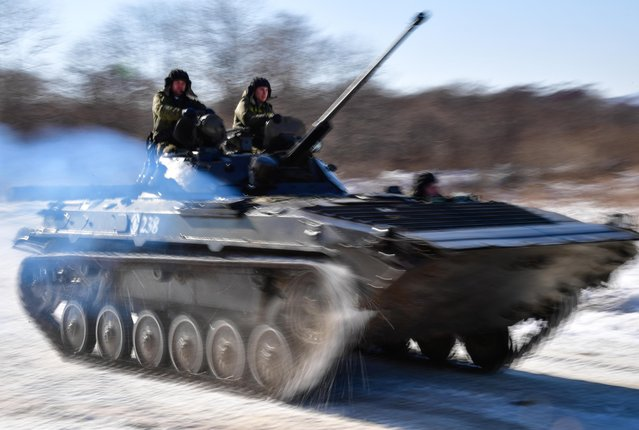 A BMP-2 infantry fighting vehicle crew during military exercises conducted by the Russian Pacific Fleet' s naval infantry unit at the Bamburovo firing range on February 2, 2017. (Photo by Yuri Smityuk/TASS)