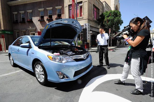 Toyota Camry Hybrid XLE 2012