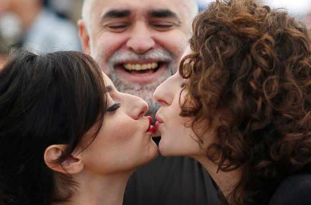 "Brazilian actress Julia Stockler (L) and Brazilian actress Carol Duarte kiss while posing with Brazilian film director Karim Ainouz during a photocall for the film ""A Vida Invisivel de Euridice Gusmao (The Invisible Life of Euridice Gusmao)"" at the 72nd edition of the Cannes Film Festival in Cannes, southern France, on May 20, 2019. (Photo by Stephane Mahe/Reuters)"