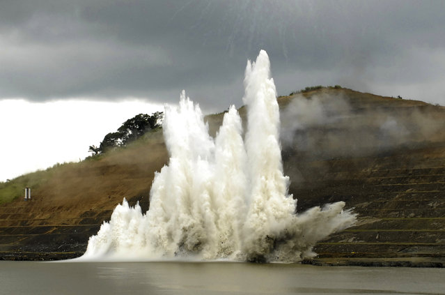 An explosion at the bottom of the Paraiso hill section of the canal marks the beginning of the Panama Canal's expansion project, September 2007. (Photo by Reuters/Stringer)