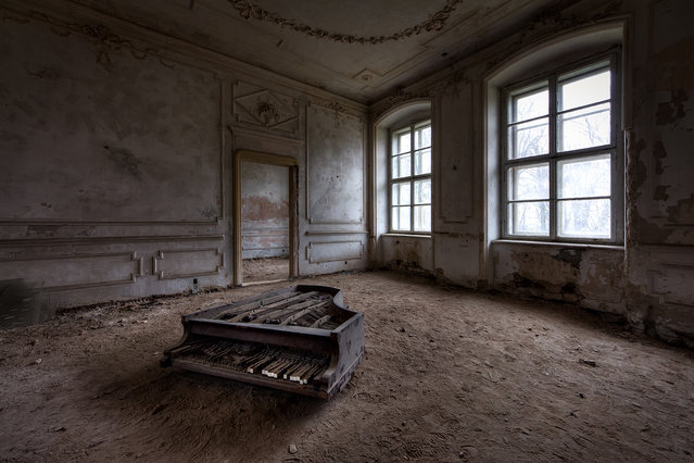 This piano was located in one of many rooms of a huge chateau in Poland. (Photo by Vincent Jansen)