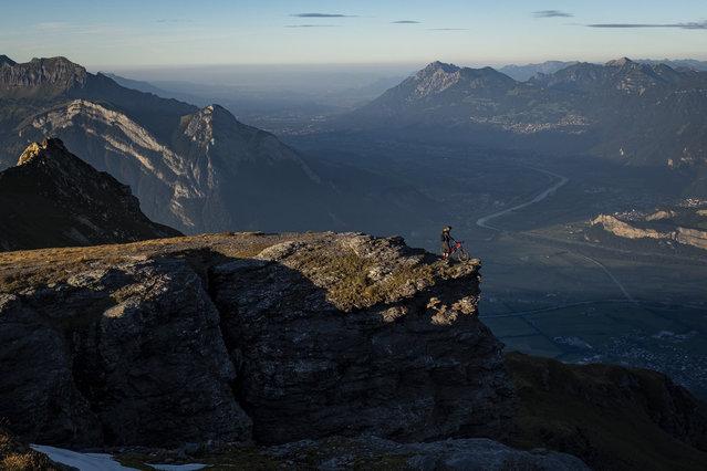 A mountain biker looks into the Rhine Valley, in Wangs, Switzerland, 13 September 2019. (Photo by Gian Ehrenzeller/EPA/EFE)