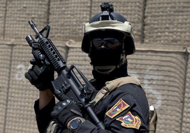 A member of the Iraqi Counter Terrorism Service forces participates in a training exercise as U.S. Defense Secretary Ash Carter observes at the Iraqi Counter Terrorism Service Academy on the Baghdad Airport Complex in Baghdad, Iraq, July 23, 2015. U.S. Defense Secretary Carter made a surprise visit to Baghdad on Thursday to assess the campaign against Islamic State, as Iraq advances plans to retake the fallen capital of Sunni-dominated Anbar province. (Photo by Carolyn Kaster/Reuters)