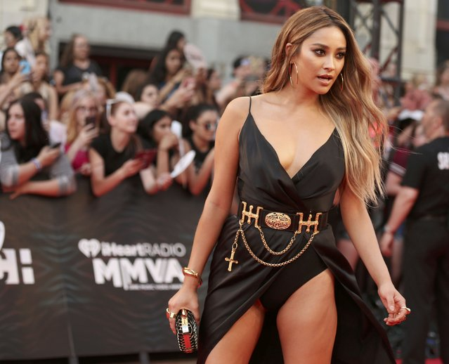 Actress Shay Mitchell arrives for the iHeartRadio Much Music Video Awards (MMVAs) in Toronto, Ontario, Canada June 19, 2016. (Photo by Peter Power/Reuters)