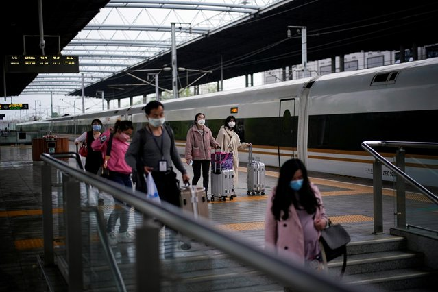 Passengers wearing face masks travel with their belongings at a railway station in Xianning of Hubei province, the epicentre of China's coronavirus disease (COVID-19) outbreak, March 25, 2020. (Photo by Aly Song/Reuters)