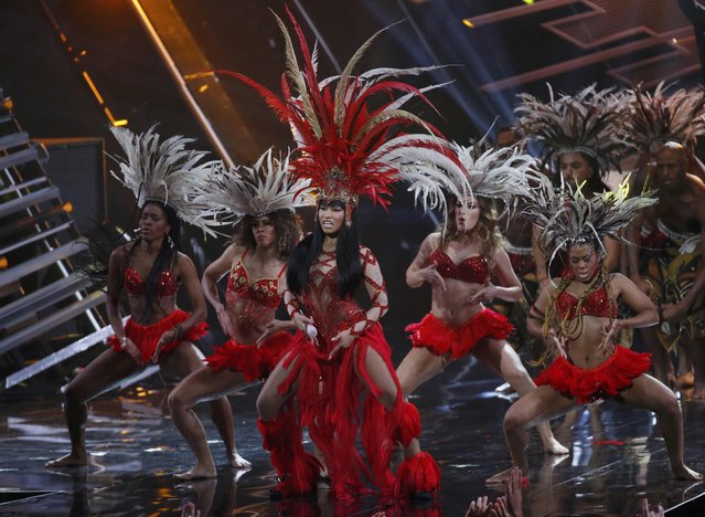 """Rap artist Nicki Minaj (with microphone) performs """"Trini Dem Girls"""" at the 2015 MTV Video Music Awards in Los Angeles, California August 30, 2015. (Photo by Mario Anzuoni/Reuters)"""