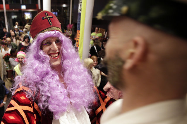 Members of the audience arrive for the Alternative Miss World contest at Shakespeare's Globe theater in London, October 18, 2014. (Photo by Peter Nicholls/Reuters)
