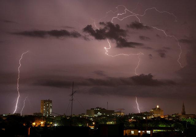 Lightning flashes during a thunderstorm over Havana, Cuba June 21, 2016. (Photo by Enrique de la Osa/Reuters)